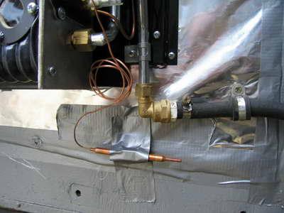 крепим медный термодатчик конвектора GWH встороне от нагревателя