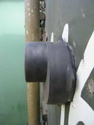 защитный резиновый чехол предотвращает загрязнение газового конвектора. одевать только при неработающем нагревателе!!
